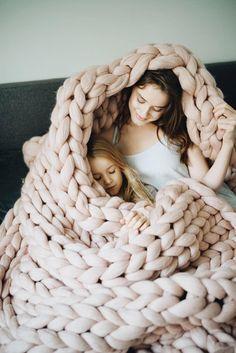 Cadeau de fête des mères. Tricoté en laine mérinos bio belle et douce épaisse couverture. Couverture de jet de laine mérinos belle est super doux, confortable et belle. C'est une belle décoration pour salon ou chambre à coucher. Cette couverture épaisse peut être utilisé pour le lit,