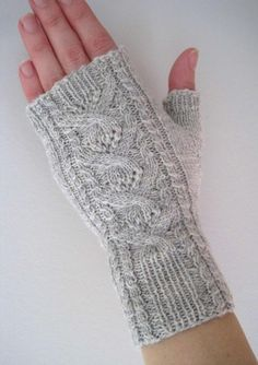 Natalia Mitts Knitting pattern by Suzie Sparkles - Gloves and socks - Christmas Knitting Patterns, Knitting Patterns Free, Knitting Tutorials, Hat Patterns, Stitch Patterns, Fingerless Gloves Knitted, Knit Mittens, Arm Knitting, Knitting Socks