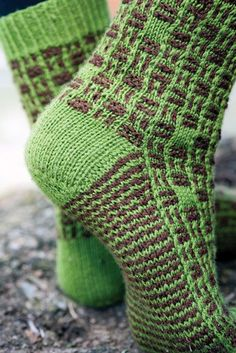 Get It Now Byzantine Tile Socks by Mone Dräger in Love of Knitting Fall 2016 or buy the individual pattern. Knitted Slippers, Wool Socks, Slipper Socks, Knitting Socks, Hand Knitting, Knitting Patterns, Knitting Daily, Boot Cuffs, Leg Warmers