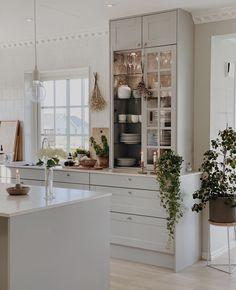 Rooms Home Decor, Home Decor Kitchen, Kitchen Furniture, Kitchen Interior, New Kitchen, Home Interior Design, Home Kitchens, Galley Kitchen Design, Home Comforts