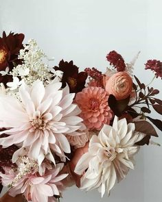 The perfect fall floral arrangement. The perfect fall floral arrangement. The post The perfect fall floral arrangement. appeared first on Easy flowers. Fall Wedding Bouquets, Flower Bouquet Wedding, Dahlia Bouquet, Flower Bouquets, Bridal Bouquets, Purple Bouquets, Fall Bouquets, Bridesmaid Bouquets, Brooch Bouquets