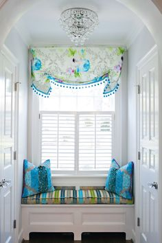 Very attractive valance with nicely coordinated fabrics. Kat Liebschwager Interiors