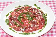 Carpaccio met dressing van pesto | Het lekkerste recept vind je op Alles Over Italiaans Eten