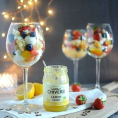Kerstdessert: trifle met lemon curd & mascarponecrème Christmas trifle with lemon curd & mascarpone cream – Christmaholic. Dessert Blog, Dessert Recipes, Coffee Muffins, Mascarpone Creme, Fancy Desserts, Cake Decorating Tips, Lemon Curd, Trifle, High Tea