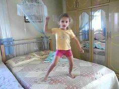 nicolly tentando dançar