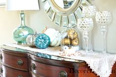 Fall table with pretty blues and metallics from @Decorchick.com