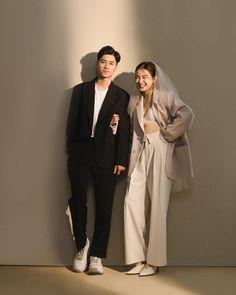 Pre Wedding Shoot Ideas, Pre Wedding Poses, Wedding Picture Poses, Pre Wedding Photoshoot, Korean Couple Photoshoot, Wedding Pantsuit, Korean Wedding Photography, Diy Wedding Backdrop, Top Wedding Dresses