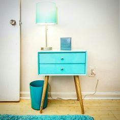 An adorable little corner tucked in a small bedroom I photographed for a #NomadicRE rental listing. Cute and coordinated :D. #altdigitalphotography #turquoise #bedsidetable #bedroomdecor #homedecor #homedesign #homedecorgoals #interiordesign #interiorphotography #realestatephotography #igdc #acreativedc #curbeddc #curbed
