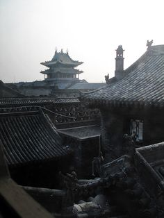 Pingyao - China (by Francisco Anzola) Amazing Places Pandaren Monk, Flame In The Mist, Kung Jin, Kubo And The Two Strings, Susanoo, Natsume Yuujinchou, Fire Nation, Avatar The Last Airbender, Beautiful Places