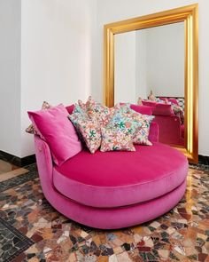 Audacious, sensual, and kaleidoscopic – new #VersaceHome furniture anticipates evolving trends and interprets them with a very Versace twist. Versace Home, Versace Fashion, Home Collections, Interior Architecture, Couch, Living Room, Luxury, Furniture, Design