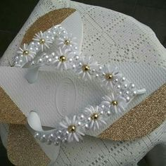 Flip Flops Diy, Flip Flop Craft, Crochet Flip Flops, Bridal Flip Flops, Flip Flop Shoes, Beaded Beads, Beaded Shoes, Beaded Sandals, Beads And Wire