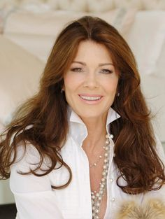 Lisa Vanderpump who I want to be when I grow up 40 And Fabulous, Beautiful Inside And Out, Lisa Vanderpump, Vanderpump Rules, Housewives Of Beverly Hills, Mom Hairstyles, How To Look Classy, Old Women, Hair Inspo