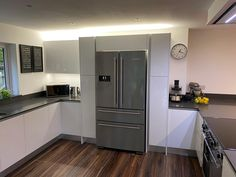 We used larder units to frame the American fridge and slotted a modern range cooker seamlessly into the quartz worktop. Kitchen Grey, Grey Kitchens, New Kitchen, American Fridge, Larder Unit, Handleless Kitchen, Range Cooker, Grey Flooring, Kitchen Cabinets