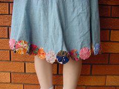 yo yos on the bottom of a skirt. Fun and unique. I so like fabric yo yos.