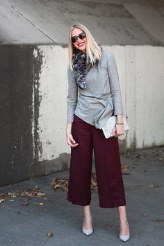 Do you want to know everything about culottes? How to wear culottes if you are short? Can you wear culottes with tights? How to wear culottes with flats? Fashion Moda, Fashion Pants, Womens Fashion, 70s Outfits, Casual Outfits, Casual Street Style, Casual Chic, Coulottes Outfit, How To Wear Culottes