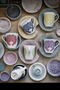 A new collection by the #Danish painter and #designer Bjørn Wiinblad, who's known for his pottery and ceramics!