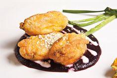 La flor de calabaza es uno de los ingredientes más emblemáticos de nuestra gastronomía en un platillo que no querrán dejar de comer.