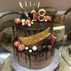 tarta de buttercream de chocolate y frutos rojos