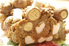 Chocolate, Malteser and marshmallow fridge cake Gourmet Recipes, Sweet Recipes, Cake Recipes, Yummy Treats, Sweet Treats, Yummy Food, Peppermint Crisp Tart, Fridge Cake, Marshmallow Cake