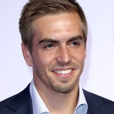 A massive honour! Philipp been awarded with the Bavarian State medal for Social Services. Philipp Lahm, Fc Bayern Munich, Social Services, Soccer, Football, Instagram Posts, Athlete, Futbol, Futbol