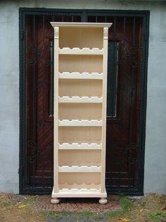 ónémet bortároló.  Ónémet bórtartó Akkantuszlevéllel díszített, pogácsalábakon álló, boros szekrény. 35 db bór fogadására alkalmas szekrény.  Méretei: 205x55x35 cm 65 000 Ft