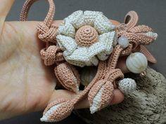 Uncinetto collana collana di fiori all'uncinetto