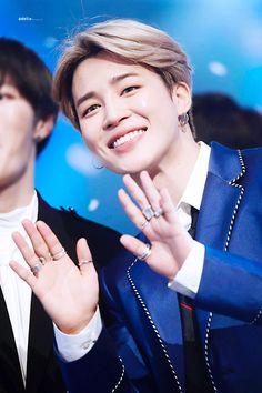 # Guys look at Jimin he is so regal 😆ahhh so handsome Namjoon, Taehyung, Seokjin, Park Ji Min, Bts Jimin, Bts Bangtan Boy, Bts Boys, Busan, Foto Bts