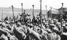 Soldados soviéticos con rifles antitanque.