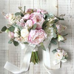 いいね!129件、コメント3件 ― Les favorisさん(@lesfavoris_wedding)のInstagramアカウント: 「Bouquet for bride 柔らかなピンクのピオニーがメインのクラッチブーケ。素敵なお写真が取れますように◎ありがとうございました * #lesfavoriswedding…」