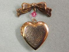 Vintage Pididdly Links Heart Locket Pin!!! Bebe'!!! Simple but sweet...I can see wearing it with a starched white peter pan collar blouse!!! Just perfect!!!