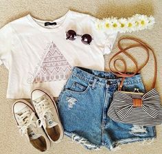 Image via We Heart It https://weheartit.com/entry/134846832 #clothes #converse #fashion #flowers #outfit #summer