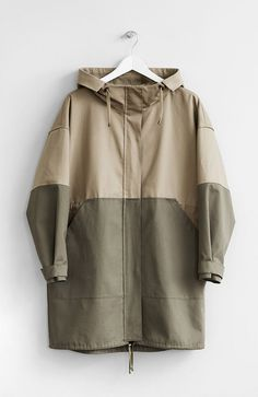 Two-tone hooded oversized parka with two front pockets. Two-tone hooded oversized parka with two front pockets. Winter Outfits For Work, Winter Fashion Outfits, Denim Fashion, Casual Outfits, Work Outfits, Summer Outfits, Sporty Fashion, Ski Fashion, Petite Fashion
