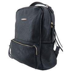 Mochila feminina de couro ecológico, mochila preta. Para carregar notebook, cadernos, roupas e tudo o mais que vc precisar. http://lojadibella.com.br/d/103/Bolsa+Mochila  Mochila, mochila de couro, mochila feminina, loja dibella, bag, handbag, backpack, mochila diferente, mochila linda, mochila rock, comprar mochila, loja mochila, mochila academia, mochila básica.