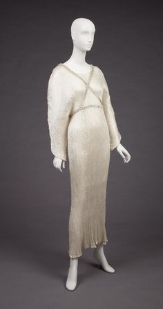 Dress    Mariano Fortuny