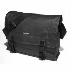 Τσάντα ταχυδρόμου Eastpak σε μαύρο χρώμα