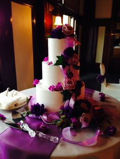 Lavender Roses, Purple Lisianthus, Purple Stock Flower, Seeded Eucalyptus on the beautiful cake designed by the CO Rose Cake Company