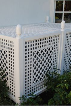 cover in trellis Unsightly AC unit is covered with decorative latticework panels made from wood. Painted in standard White color. Unsightly AC unit is covered with decorative latticework panels made from wood. Painted in standard White color. Air Conditioner Cover Outdoor, Air Conditioner Screen, Ac Unit Cover, Ac Cover, Backyard Retreat, Backyard Patio, Backyard Landscaping, Outdoor Living, Outdoor Decor