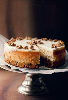 dustjacket attic: recipes - Gâteau carottes et fromage. Très beau site, voir d'autres recettes de gâteaux - Donna Hay.