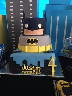 Fun cake at a Batman Birthday Party! See more party ideas at http://CatchMyParty.com! #partyideas #batman
