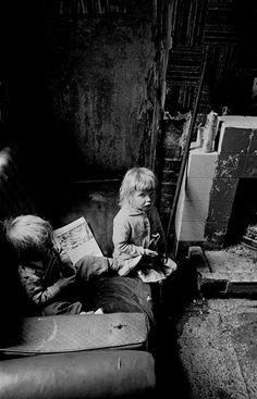 Children with a comic in a Salford slum, 1971.