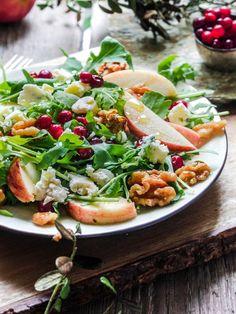 Lingonberry, apple and blue cheese salad // Syksyn omena-puolukka-sinihomejuustosalaatti (toiveruokaa osa 2) – Viimeistä Murua Myöten