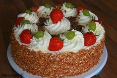 Slagroomtaart met verse aardbeien, hazelnootkrokant en chocolade :D