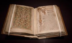 The Book of Durrow Beautiful medieval manuscripts - Printed Pearls Medieval Manuscript, Illuminated Manuscript, Anglo Saxon Kingdoms, Profession Of Faith, Alfred The Great, Gospel Of Mark, Sutton Hoo, Wall Candle Holders, Medieval World