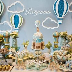 Balões e Nuvens ☁️☁️☁️ . Morrendo de amor por essa linda decoração por @parksdecoracoes com algumas peças do acervo @criativo_conceito . . #criativoconceito #paraalugar #locacaodeobjetos #sejacriativo #festainfantil #festamenino #festamenina #kidsparty #pinterestparty #inspiredparty #decorparty #festabalao #festanuvem #festanuvensebaloes Baby Shower Fall, Baby Boy Shower, Balloon Birthday Themes, Fun Party Themes, Baby Boy First Birthday, Festa Party, Baby Shower Balloons, Baby Party, Decoration