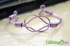 Step-by-step Instructions on Making a Sailor Knot Bracelet with Wire Summary: Wondered how to make an extraordinary sailor knot bracelet? With this sailor knot bracelet tutorial and inches of aluminum wire, you're good to go! Sailor Knot Bracelet, Bracelet Knots, Bracelet Making, Wire Bracelets, Beaded Bracelet, Bangles, Wire Jewelry Patterns, Bracelet Patterns, Jewelry Ideas