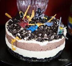 Ninjago cake =) Oreocake, decorated with little Ninjago-toys Ninjago-kake, deilig oreokake pyntet av barna med Ninjago-lego =) Ninjago Cakes, Ninjago Party, Legoland, Pavlova, Oreo, Diys, Desserts, Food, Fiestas