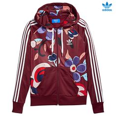 CHAQUETA CON CAPUCHA. Esta chaqueta para mujer luce un estilo único con un estampado de números integrados con el que no podrás pasar desapercibida. Se ha confeccionado en un suave tejido de punto de acabado satinado brillante. Luce un gran trébol en la espalda que te da un estilo rompedor. adidas TT Hooded AY7127 http://www.srbalon.com/colecciones-5041/adidas-tt-hooded-ay7127