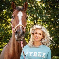 Britt Dekker with her horse