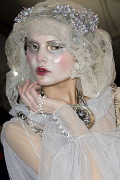 Risultati immagini per pat mcgrath for john galliano Makeup Inspo, Makeup Art, Makeup Inspiration, Beauty Makeup, Hair Makeup, Snow Makeup, Ghost Makeup, John Galliano, Galliano Dior