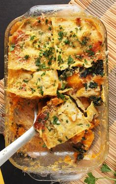 Vegan Butternut Squash and Kale Lasagna // The favorite food of Garfield, but in a veganized and winterized form. It's probably the best form, for this recipe is hearty and incredibly rich in flavor. | The Green Loot #vegan #comfortfood